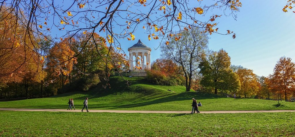 The Englische Garten landscape park in Munich in autumn