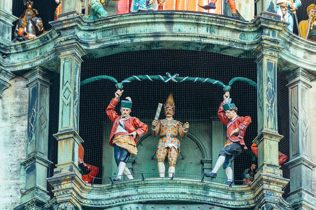 The Schäfflertanz of the Munich Glockenspiel